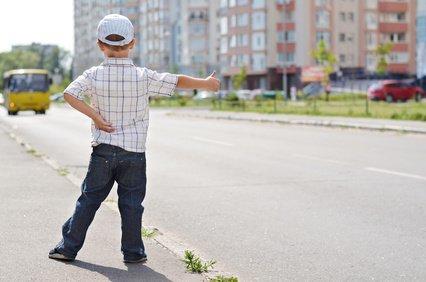 Allein unterwegs per Anhalter? Bitte nicht! © odenis83 - Fotolia.com