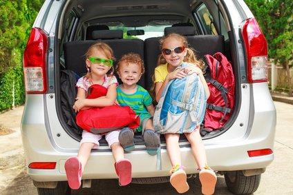 Reisen mit dem Auto - von vielen Familien bevorzugt © altanaka - Fotolia.com