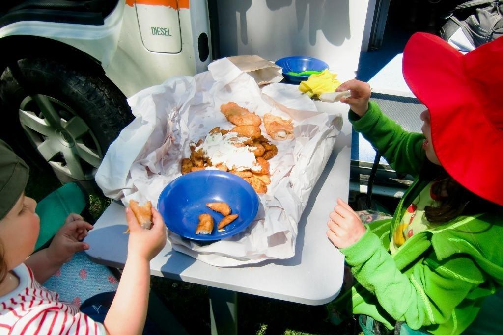 Fish and Chips mit den Fingern essen - in Neuseeland schmeckt es klasse! © Weltwunderer