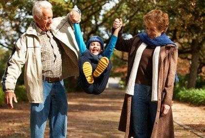 Urlaub mit Enkel kann ganz schön anstrengend sein © Yuri Arcurs - Fotolia.com