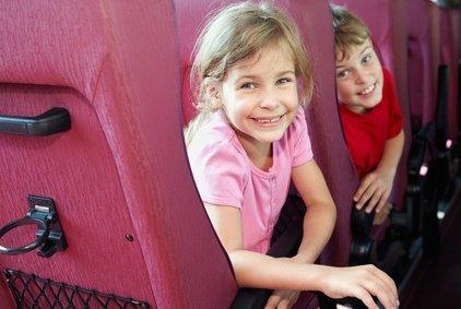 Bahnfahren mögen fast alle Kinder gern © Pavel Losevsky - Fotolia.com