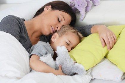 Keine Extrawürste: Den Jetlag kurieren Eltern am besten, wenn sie gemeinsam mit den Kindern schlafen © S.Kobold - Fotolia.com