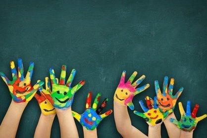 Familien mit vielen Kindern haben im Urlaub viel Stress - aber auch viel Freude