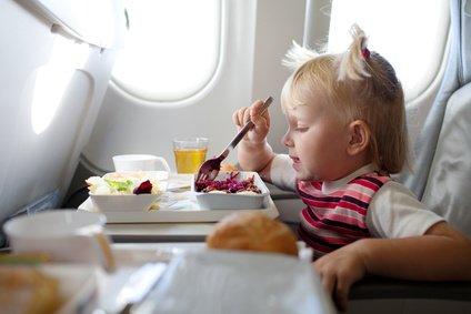 Essen im Flugzeug: Guten Appetit! © vsurkov - Fotolia.com
