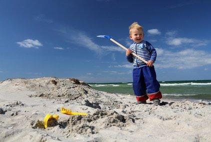 Auch die Kleinen haben Spaß am Strand © Marcel Schauer - Fotolia.com