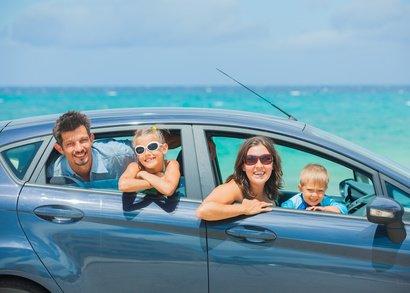 Mietwagen sind für Familien ein praktisches Reiseverkehrsmittel © Max Topchii - fotolia.com