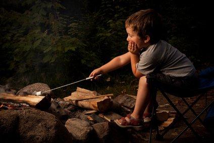 Lagerfeuer sind faszinierend - und gefährlich © ericcote - Fotolia.com
