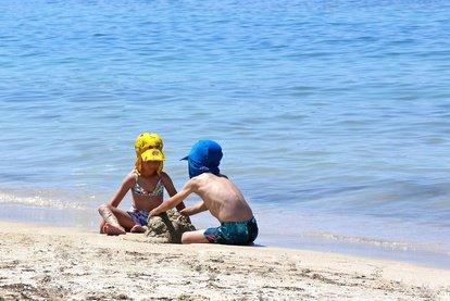 Baden im Strandbad oder am Baggersee: das lieben Kinder und Eltern © Jürgen Fälchle - Fotolia.com