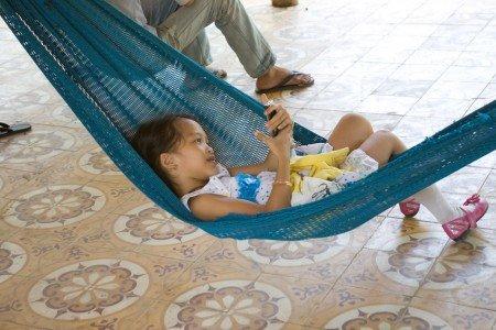 Smartphones sind gute Begleiter für Familien auf Reisen © Weltwunderer