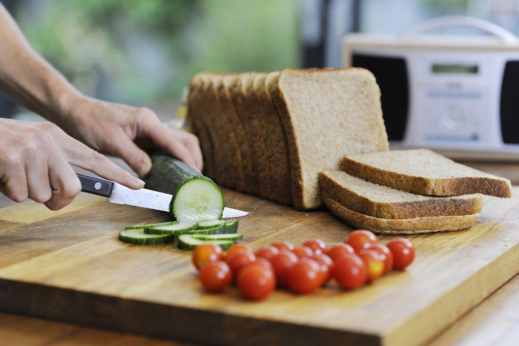 Beim Reisen mit Allergien heißt es oft: selbst kochen © Flickr/Highways Agency