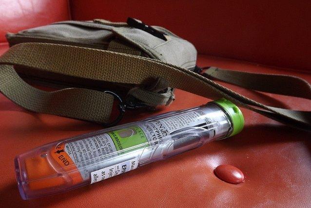 Das Notfallset muss beim Fliegen immer zur Hand sein © Flickr/vu what when