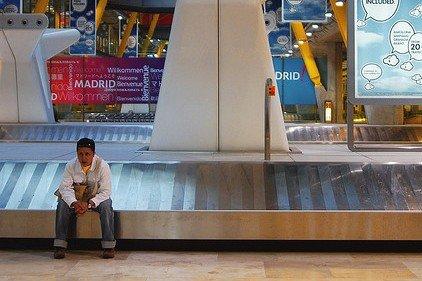 Schlummernde Gefahr: Niemals auf ein stillstehendes Gepäckband setzen! © Flickr/shilshvili