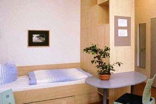 Ein Zimmer in der Mutter-Kind-Kurklinik Baabe auf Rügen © AWO Sano GmbH