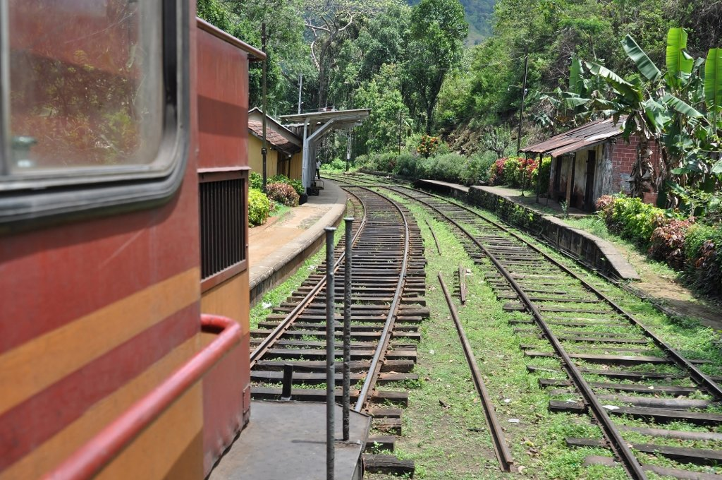 Der Zug ist eines der wichtigsten Transportmittel in Sri Lanka © Wolfgang Stromberg