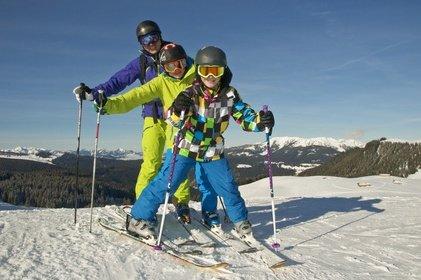 Familienfreundlicher Skiurlaub – was die Alpen und andere Regionen für Familien bieten