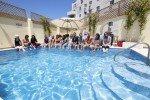 Am Pool der Sprachschule © Sprachdirekt GmbH