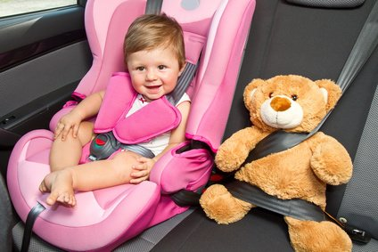 Praktisches Kinderspielzeug für die Autofahrt