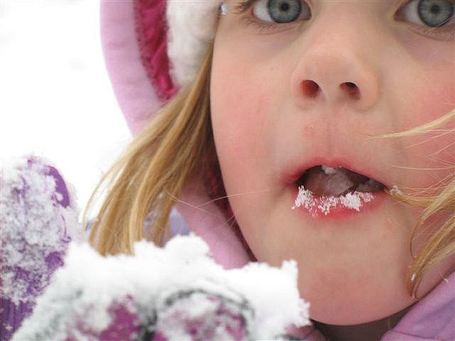 Schnee kann man natürlich auch essen ... © Flickr/bijoubaby