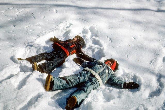 Schnee-Engel sind nur eine von vielen kreativen Ideen für den Winter © Flickr/srv007