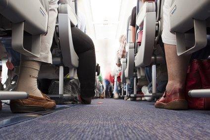 Die Flugzeugkabine ist kein Spielplatz für Kinder © Bergringfoto - Fotolia.com