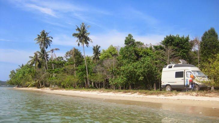 Einer von vielen Traumparkplätzen: in Thailand © theworldisourbackyard.blogspot.de