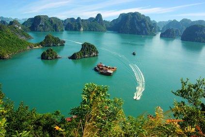 Blick auf die atemberaubende Halong-Bucht © Marina Ignatova - Fotolia