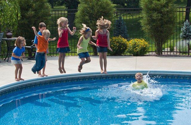 Nichtschwimmer niemals aus den Augen lassen! © AnneC/Flickr