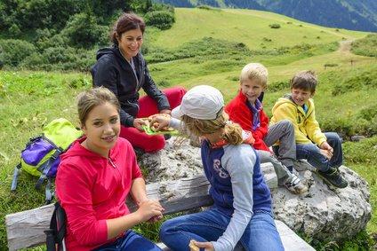 Bergsteigen mit Kindern macht Spaß.  © ARochau - Fotolia.com