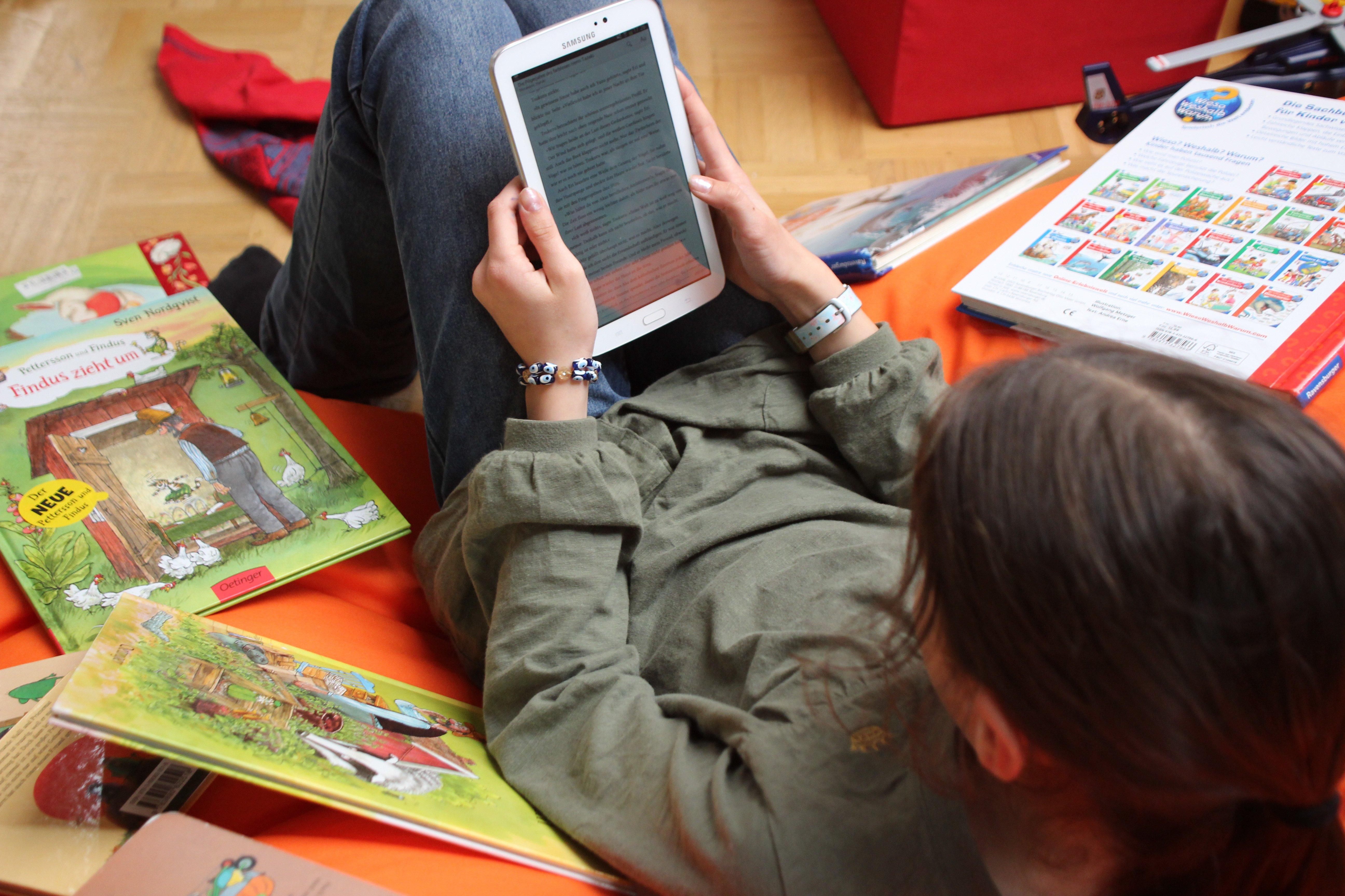 Ältere Kinder lieben Ebooks © Weltwunderer