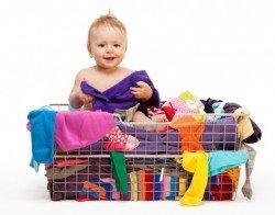 Mit der richtigen Kleidung ist euer Baby für jedes Urlaubswetter gewappnet.