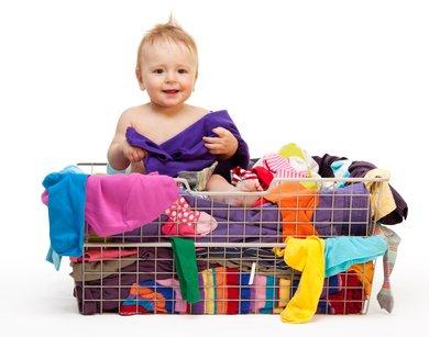Wolkig mit Aussicht ... Baby-Kleidungstipps für jedes Urlaubswetter