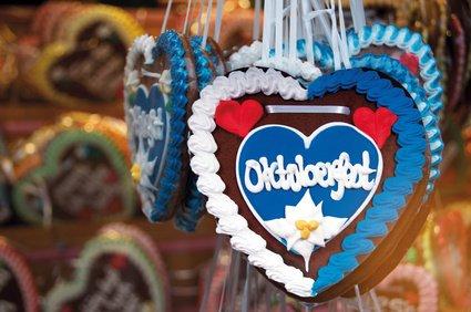 Das Oktoberfest ist eine Attraktion für Groß und Klein. © grafikplusfoto - Fotolia.com