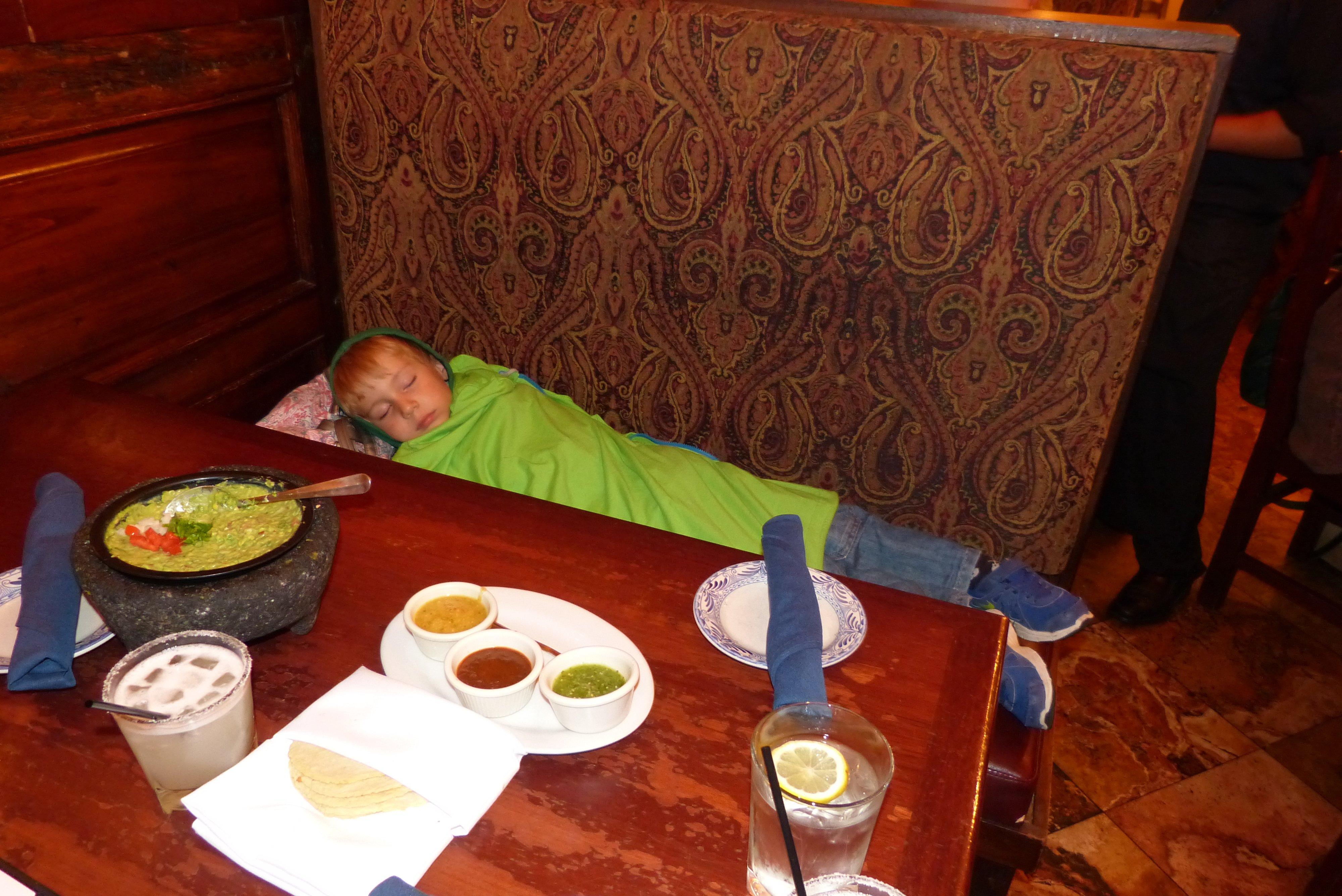 Kind nicht alleine lassen © MOHI Travel