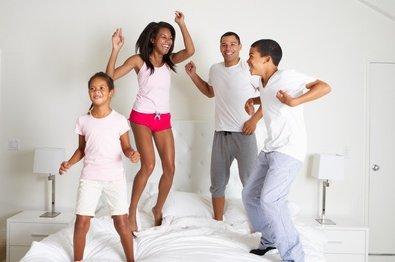 Auweia - wenn die Kids das Hotelzimmer rocken... © monkey business - Fotolia.com