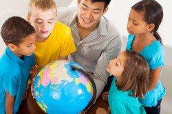 Kindern die Welt zeigen, das geht auch zu Hause