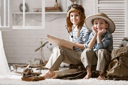 In Büchern und Filmen können Kinder um die ganze Welt reisen © alexandr vasilyev - Fotolia.com
