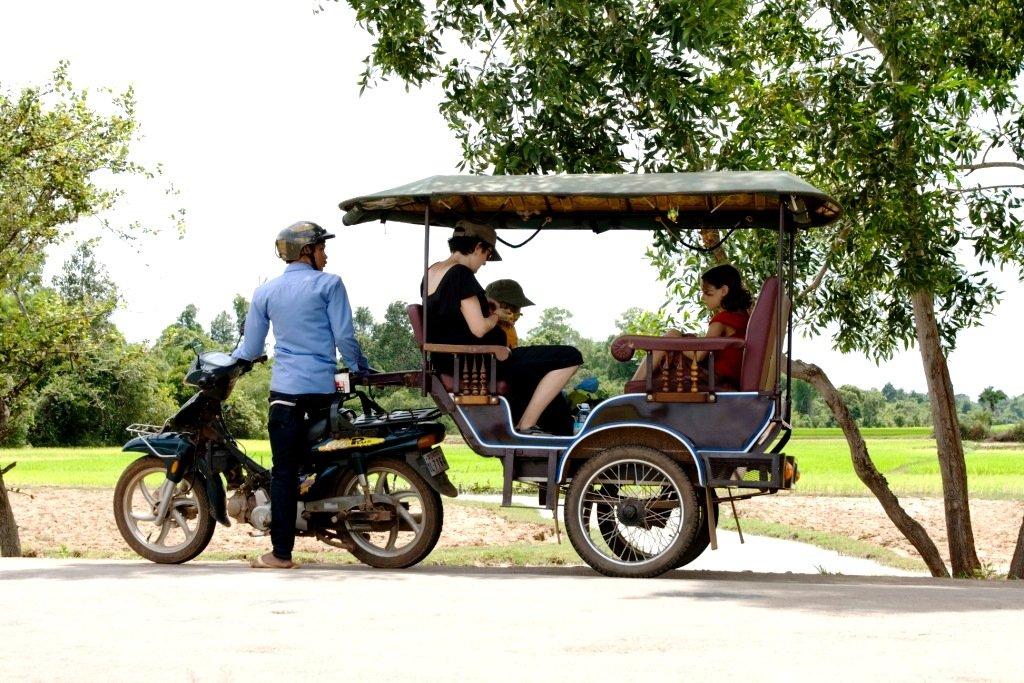 Tuktuks sind für Familien auf Reisen günstig und bequem © Weltwunderer