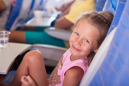 Fliegen mit Kindern - kein Problem, wenn man weiß, was zu beachten ist © travnikovstudio - Fotolia.com