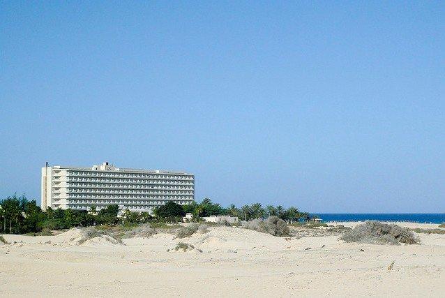 Pauschalhotel am Strand - mitten im Nichts © Flickr/Andy Mitchell