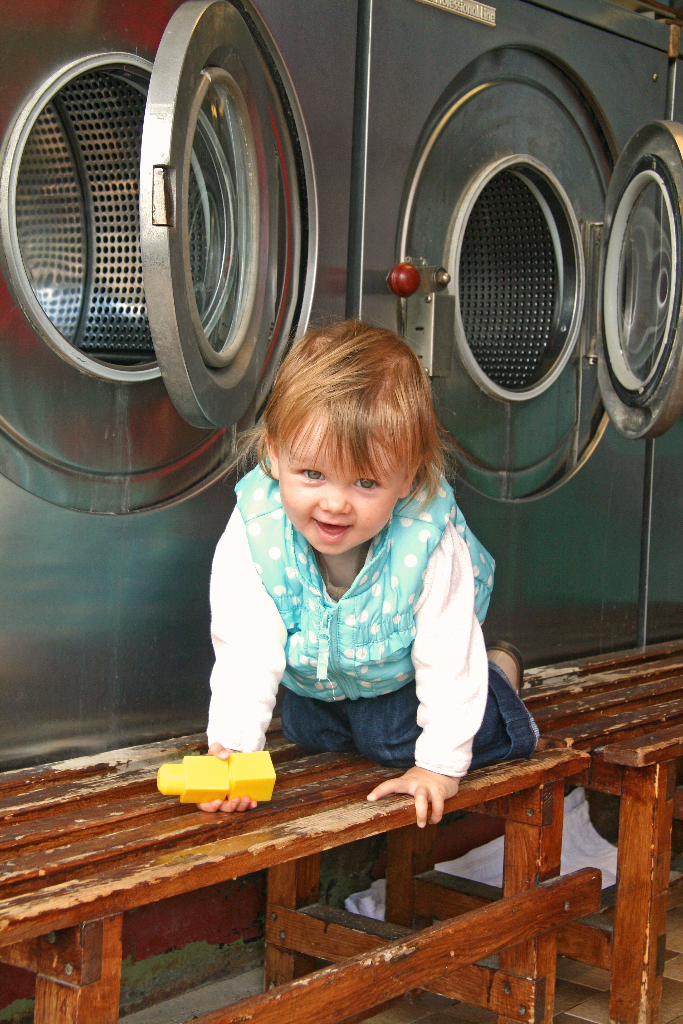 Kinder finden Waschsalons spannend. © Susanne Frank