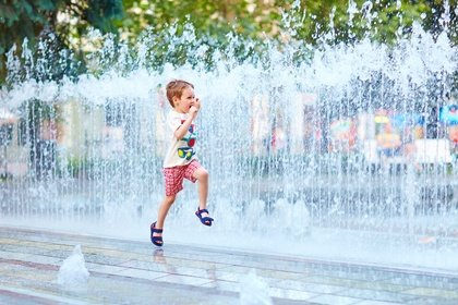 Abkühlung für zwischendurch bieten viele Springbrunnen © Olesia Bilkei - Fotolia.com