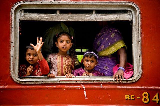 In Sri Lanka kommt man im Zug dem Alltag der Einheimischen nahe © Flickr - Garrett Clarke