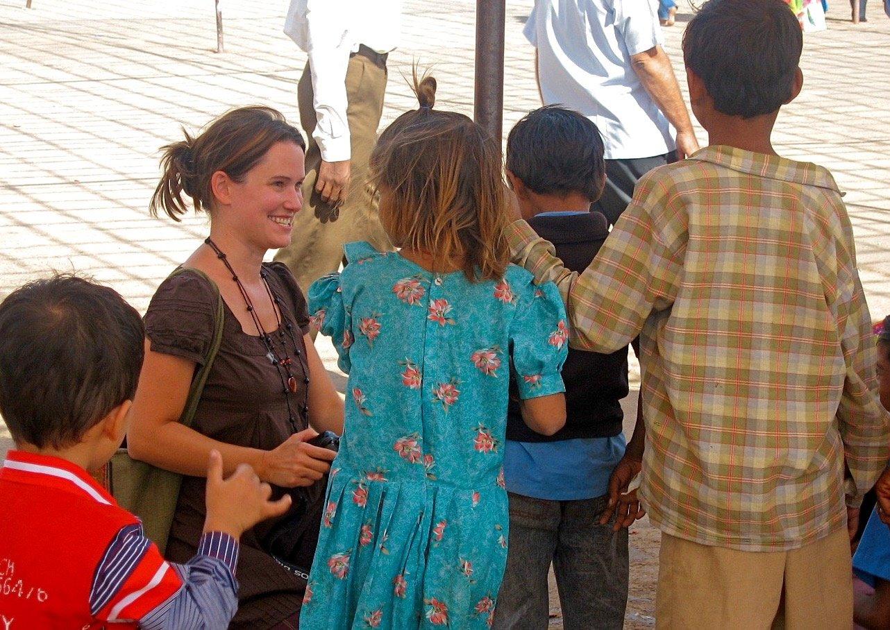 Indien: Jedes Kind freut sich über kleine Geschenke und ein nettes Gespräch © Susanne Frank
