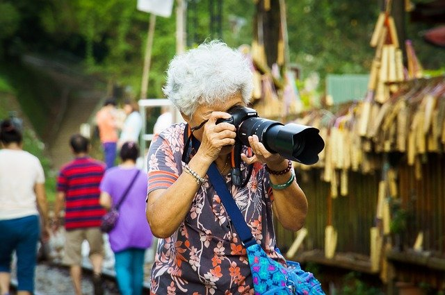 Nicht alle Großeltern wollen ihren Urlaub nur mit Enkel-Hüten verbringen © Pixabay