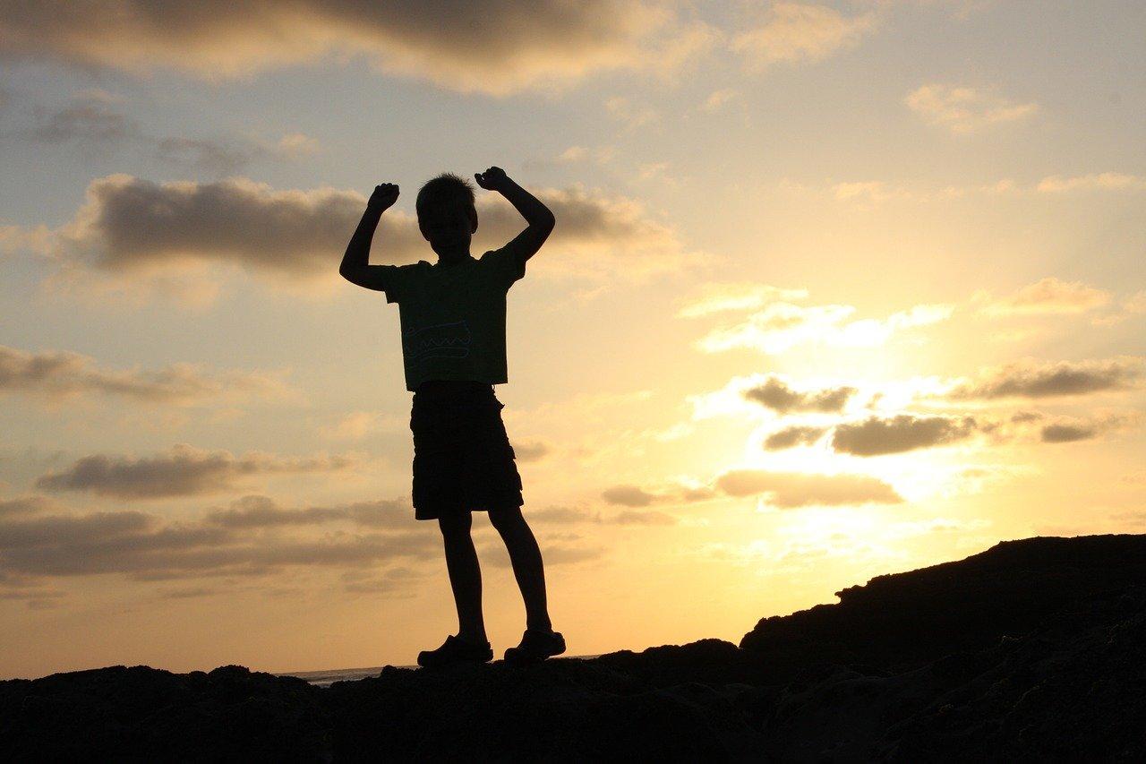 Geschafft! Kinder können beim Klettern viel lernen © Pixabay