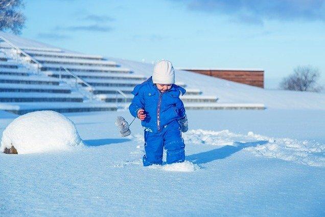 Mit ein paar Verhaltensregeln bleiben Kinder auch im Winter fit © Pixabay