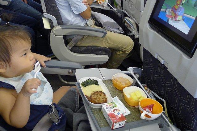 Auch mit dem Essen kann man im Flieger eine Menge falsch machen © Flickr/Tzuhsun Hsu