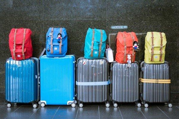 Dank dieser 10 Packtricks reist ihr nur mit Handgepäck – auch als Familie!