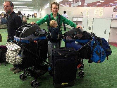 Viel Gepäck für eine Weltreise © www.withtwinsaroundtheworld.com