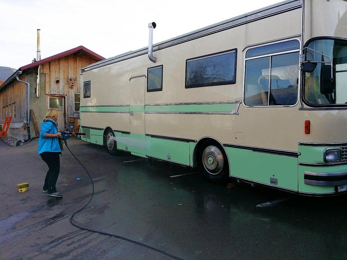 Der Bus wird reiseschick gemacht © travelfamily.de